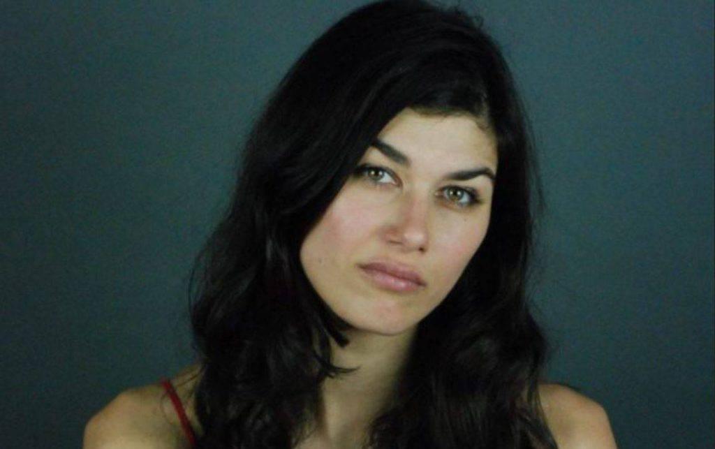 L'attrice Gloria Cuminetti è stata aggredita e presa a pugni da un marocchino in strada a Torino - Leggilo
