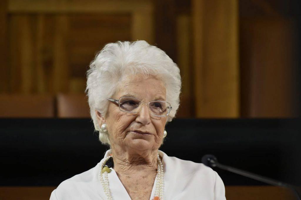 Senatrice a vita Liliana Segre attacca Matteo Salvini uso simboli religiosi mi ricorda motto nazista - Leggilo