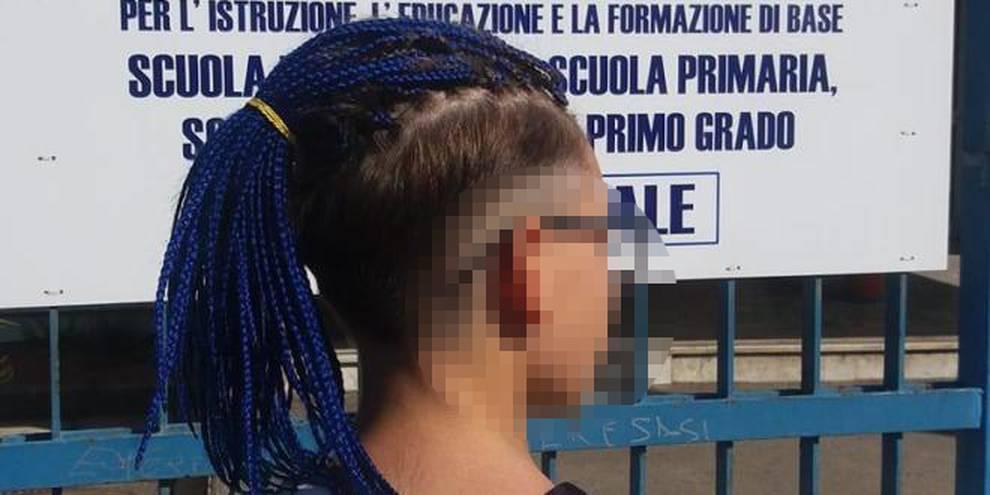 Lino torna a scuola e taglia le treccine blu