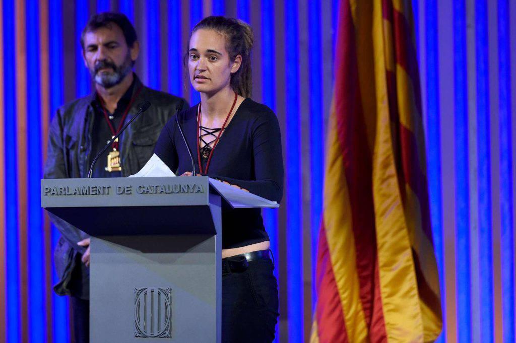 Migranti capitana della Sea Watch Carola Rackete premiata dal Parlamento catalano con una medaglia d'oro - Leggilo