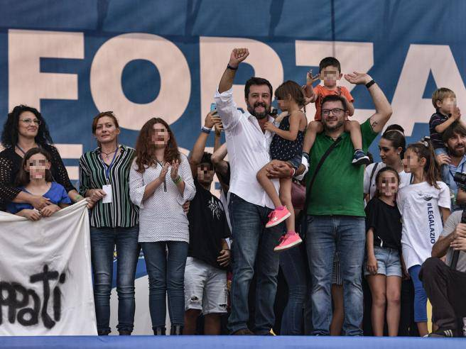 Reazioni social a Salvini e la bambina di Bibbiano