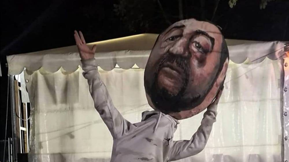 Salvini bastonate pignatta roma