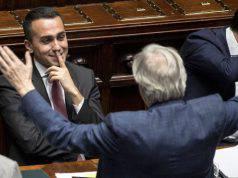 """Sbarbi a Di Maio: """"Sei una copertura!"""""""