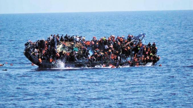 Naufragio Lampedusa individuati barchino affondato corpi migranti - Leggilo
