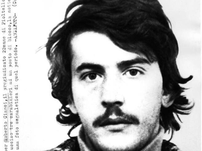 Antonio Cianci accoltella uomo anziano ascensore parcheggio ospedale San Raffaele Milano ergastolano permesso premio uccise tre carabinieri nel 1979 - Leggilo