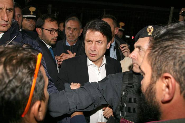 Giuseppe Conte Taranto fischi - Leggilo.Org