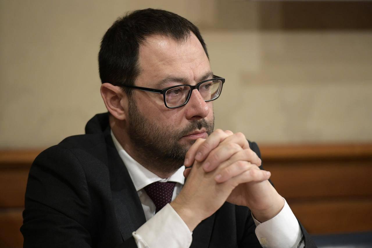"""Il Ministro Patuanelli gela il Senato: """"Il consorzio che avrebbe dovuto rilevare Alitalia non cci sarà"""" - Leggilo.org"""