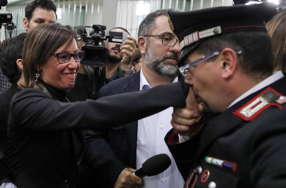 Ilaria Cucchi baciamano-leggilo.org