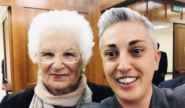 Cathy La Torre commenta il dito medio a Salvini - Leggilo