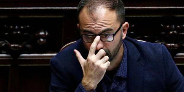 """Fioramonti, ira M5S: """"Prima di dimettersi saldi il conto di 70mila euro"""" - Leggilo.org"""