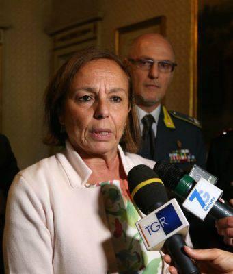 """Luciana Lamorgese nel mirino: """"Pacco bomba al Viminale"""" - Leggilo.org"""