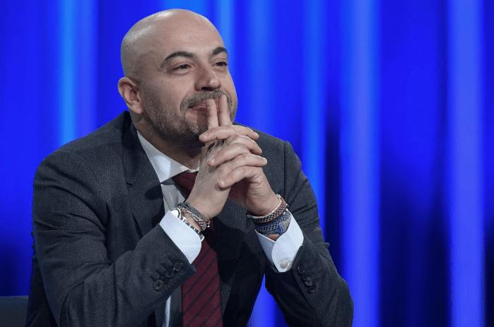 """Paragone espulso dal Movimento 5 Stelle: """"Ha votato contro la Legge di Bilancio"""" - Leggilo.org"""