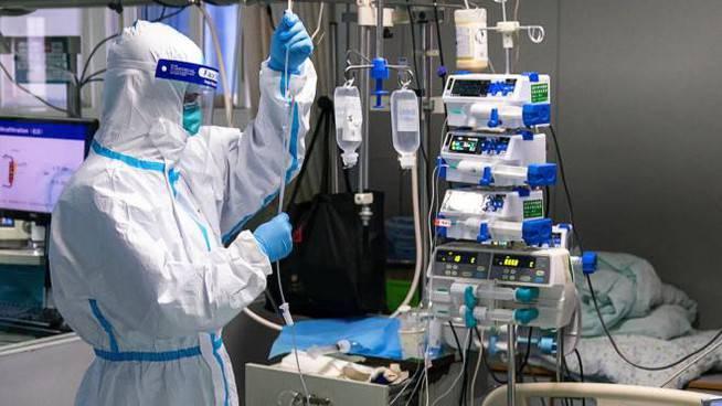 """Coronavirus, a Bergamo si sceglie tra le prospettive di vitae l'eta. Il medico Salaroli: """"Come in guerra"""" - Leggilo.org"""
