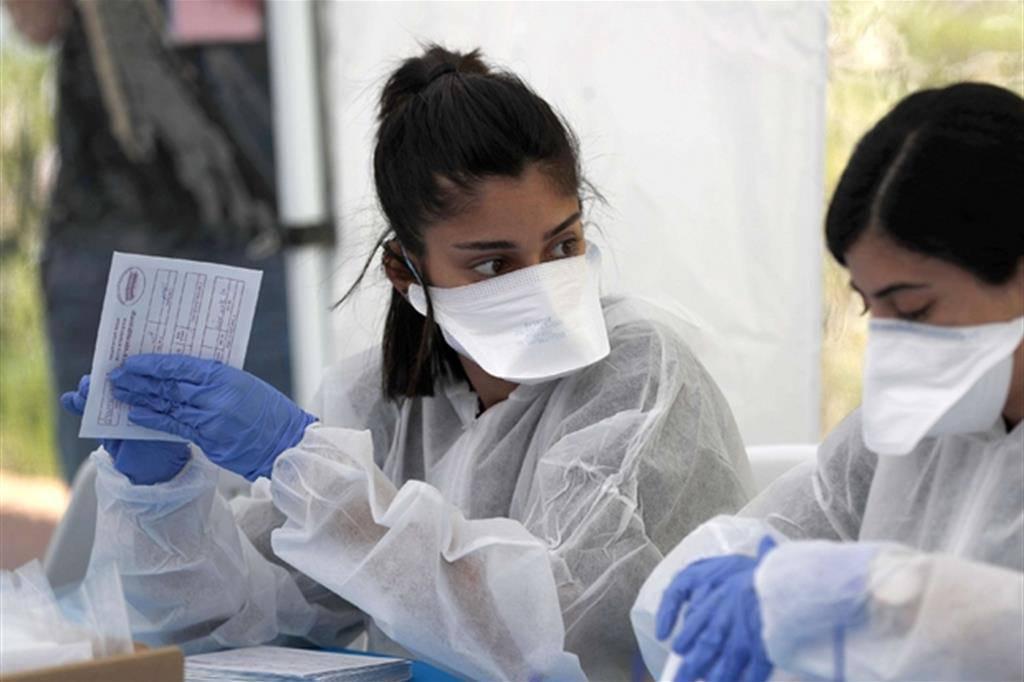 Coronavirus, può contagiare anche dopo la guarigione