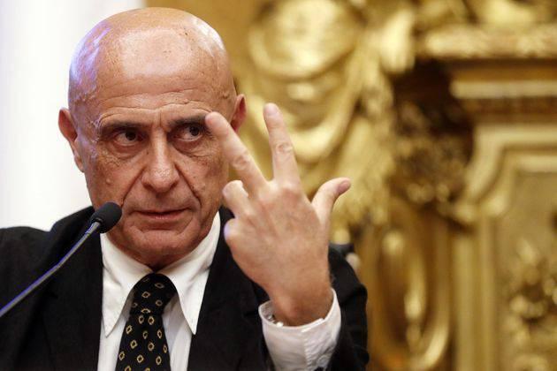 Marco Minniti migranti - Leggilo.org