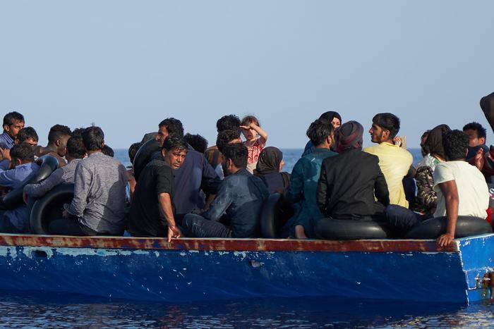 migranti sbarchi autonomi lampedusa