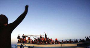 Le immagini che incastrano Malta: La Valletta ha respinto un barcone di migranti e lo ha spedito in Italia - Leggilo.org