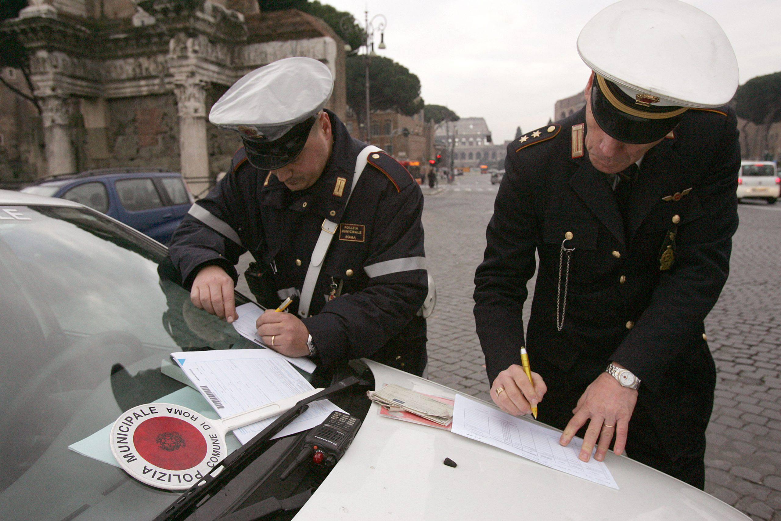 Treviso, due uomini multati per aver consumato dei cornetti fuori al bar - Leggilo.org