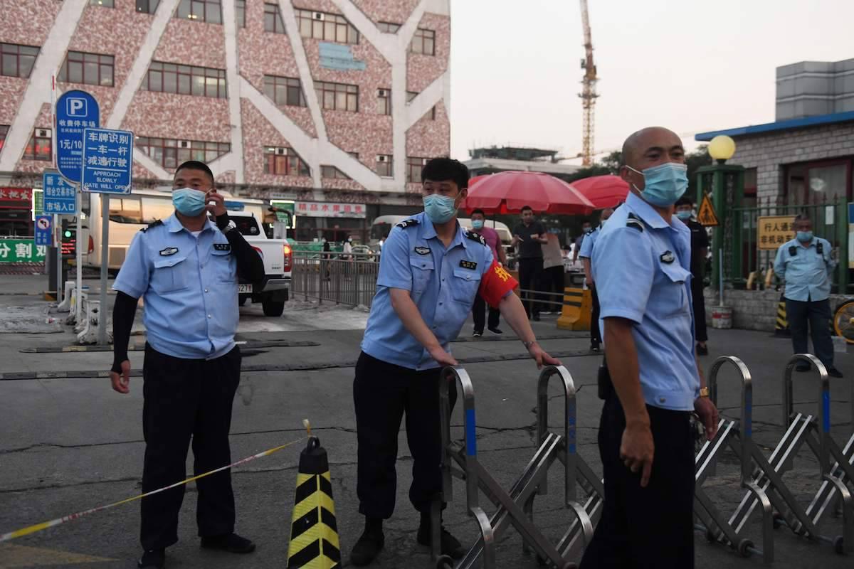 Coronavirus: nuovo focolaio a Pechino: isolati diversi complessi residenziali della città - Leggilo.org