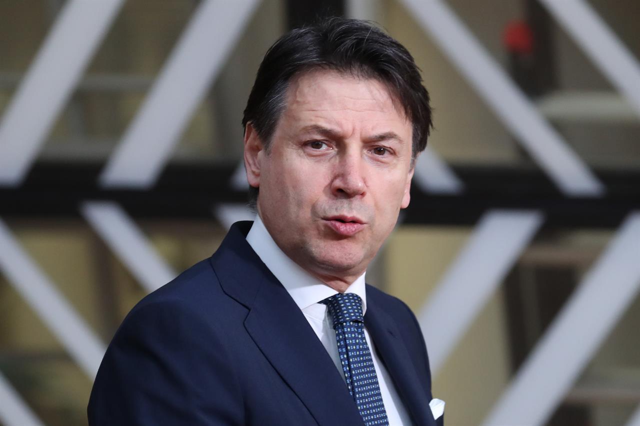 """Conte contestato fuori Palazzo Chigi al grido di: """"Dimissioni"""" - Leggilo.org"""