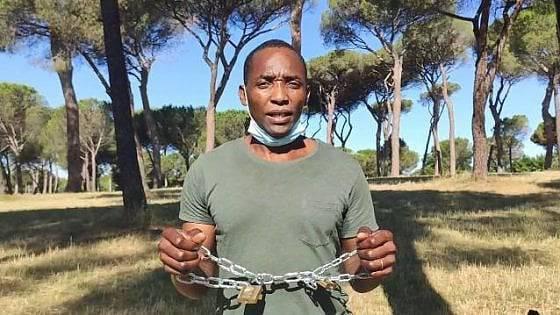 Stati Generali: Soumahoro si incatena a Villa Pamphili in segno di protesta contro il Governo - Leggilo.org