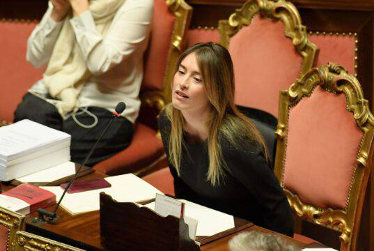 Coronavirus |  l'infettivologo Galli dà ragione a Maria Elena Boschi |  il problema sono gli italiani |  non i migranti