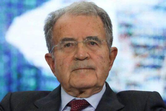 """Prodi striglia il Premier Conte: """"Governo troppo lento nelle"""