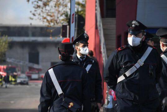 Si fingono Carabinieri e sequestrano il personale di un B&B: una ragazza riesce a chiedere aiuto