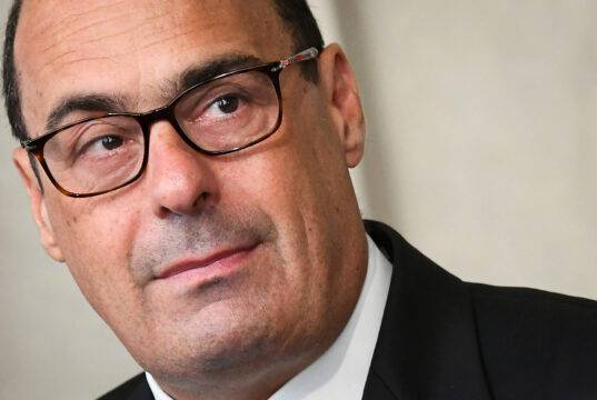 L'inchiesta sui Covid Hospital in Campania mette nei guai il PD. E la corsa di De Luca si ferma