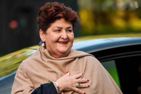 Il ministro Bellanova critica le chiusure anticipate dei ristoranti, Conte va avanti