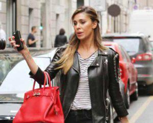 Belen Rodriguez: lite furiosa a Milano con alcuni paparazzi!