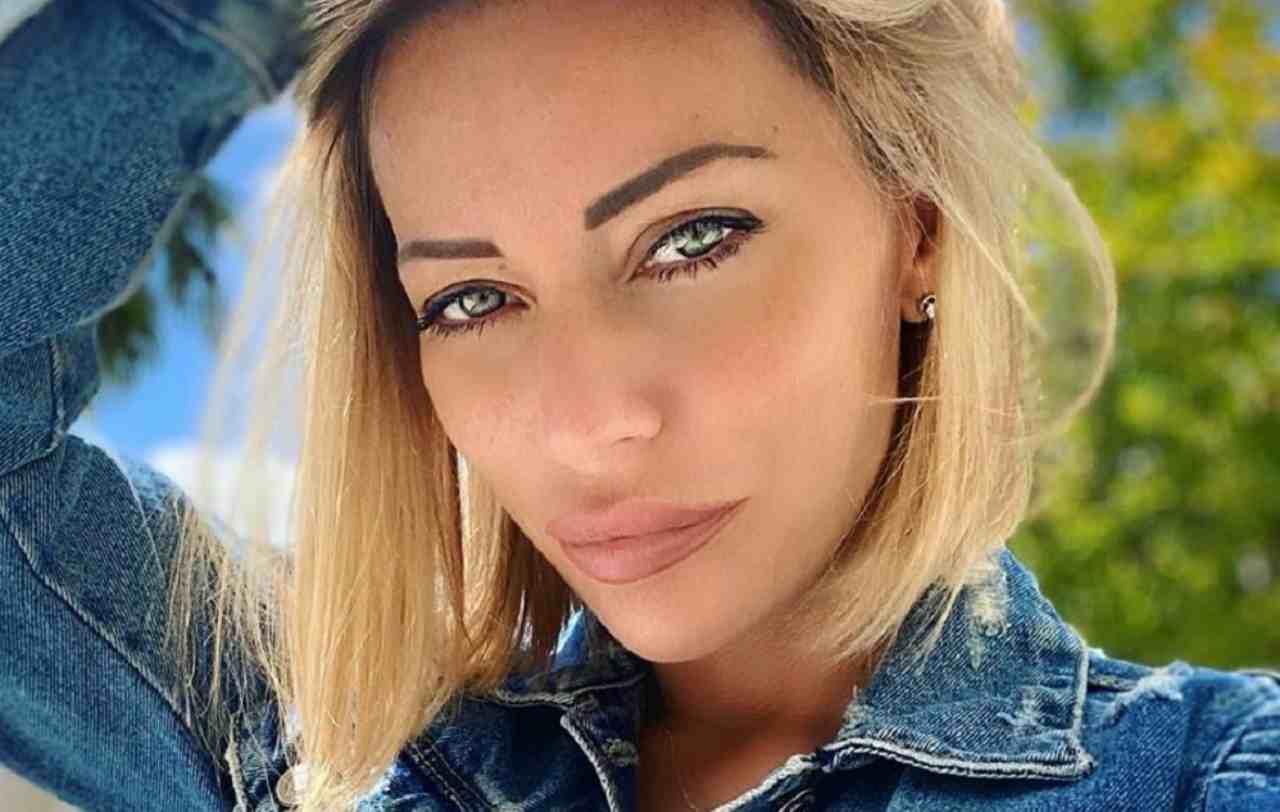 Karina Cascella senza veli: i follower notano il tatuaggio dal vestito