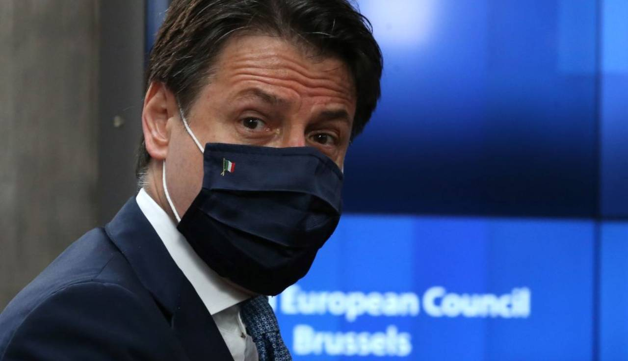 Conte cede a Zingaretti: via i decreti sicurezza. Ma la vera partita sarà quella sul Mes