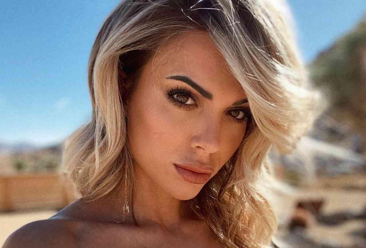 """Ludovica Pagani, bellezza e curve da sogno: """"Hai il mare negli occhi"""""""