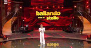 """Milly Carlucci a Ballando con le stelle è preoccupatissima: """"Siamo nelle mani del Signore"""""""