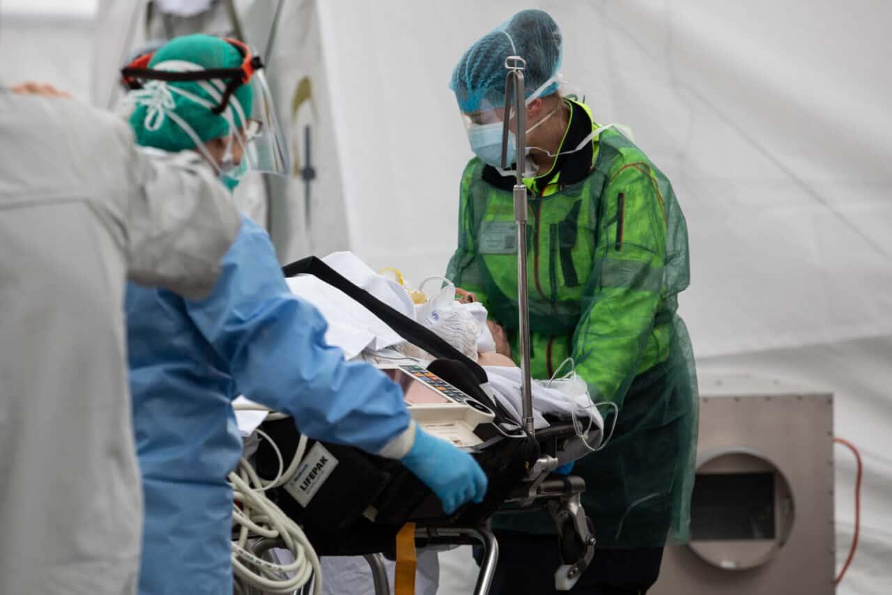 Coronavirus, 15.199 nuovi casi: Milano sempre più in affanno, nuovo focolaio in un noto ospedale