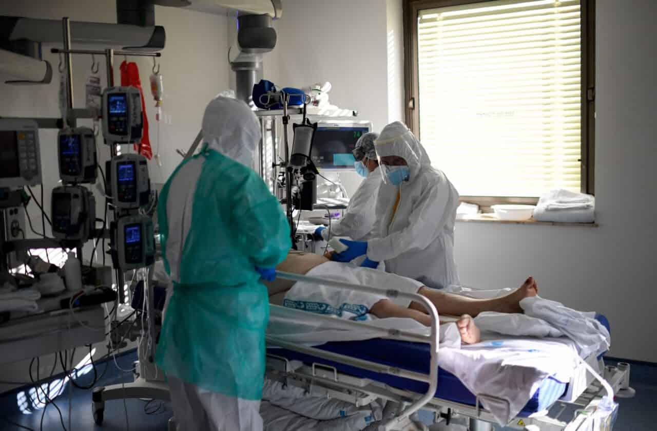 Covid |  17 012 nuovi casi e 141 morti  Il Governo inizia ad ammettere le proprie colpe
