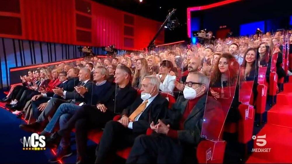 Piovono critiche sul Maurizio Costanzo Show.