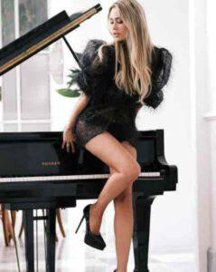 """Martina Stella stupisce i follower: """"Vorrei essere quel pianoforte"""""""