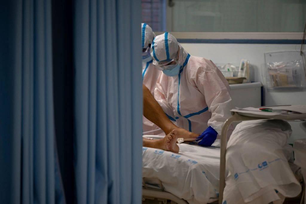"""Coronavirus, crisi e nuovi poveri. Papa Francesco: """"E' doveroso continuare a pagare le tasse"""""""