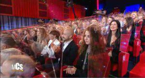 Maurizio Costanzo Show: il pubblico è seduto vicino e senza mascherina