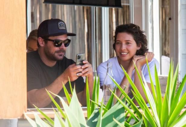 Zac Efron in compagnia della modella Vanessa Valladares, fidanzata e futura sposa