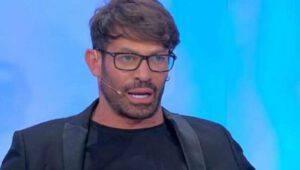 """Gianni Sperti """"preoccupa"""" in diretta: """"Ho un mancamento""""-Tutte le info"""
