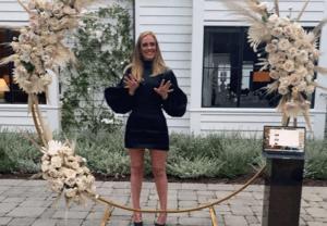 Adele con mini abito