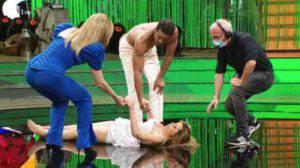 Ballando con le stelle: Alessandra Mussolini prima scivola e poi sviene in diretta
