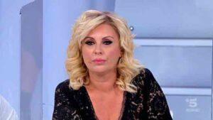 """Uomini e Donne Tina Cipollari non si presenta alla registrazione: """"cosa sta succedendo?"""""""