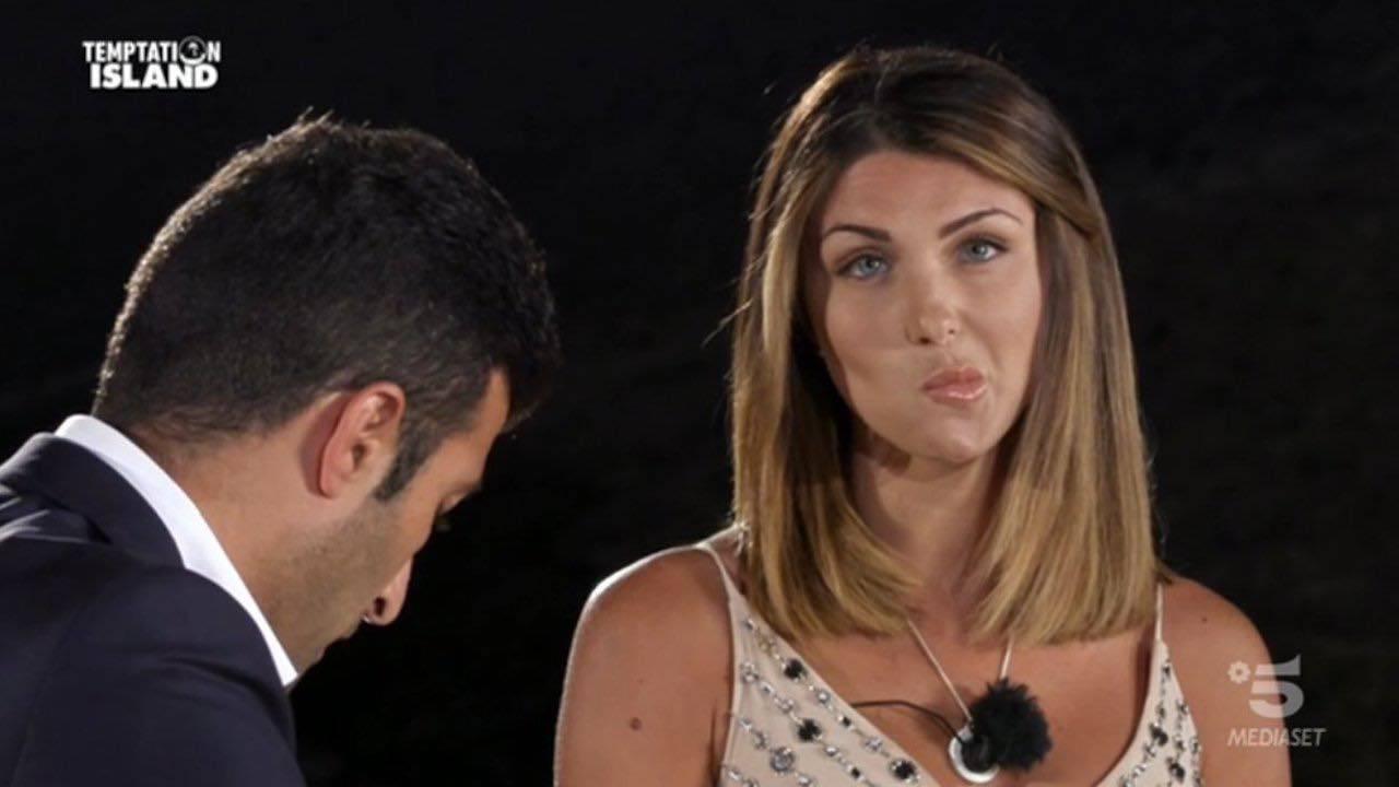 Temptation Island |  Anna e Gennaro |  lei innamorata del tentatore Mario