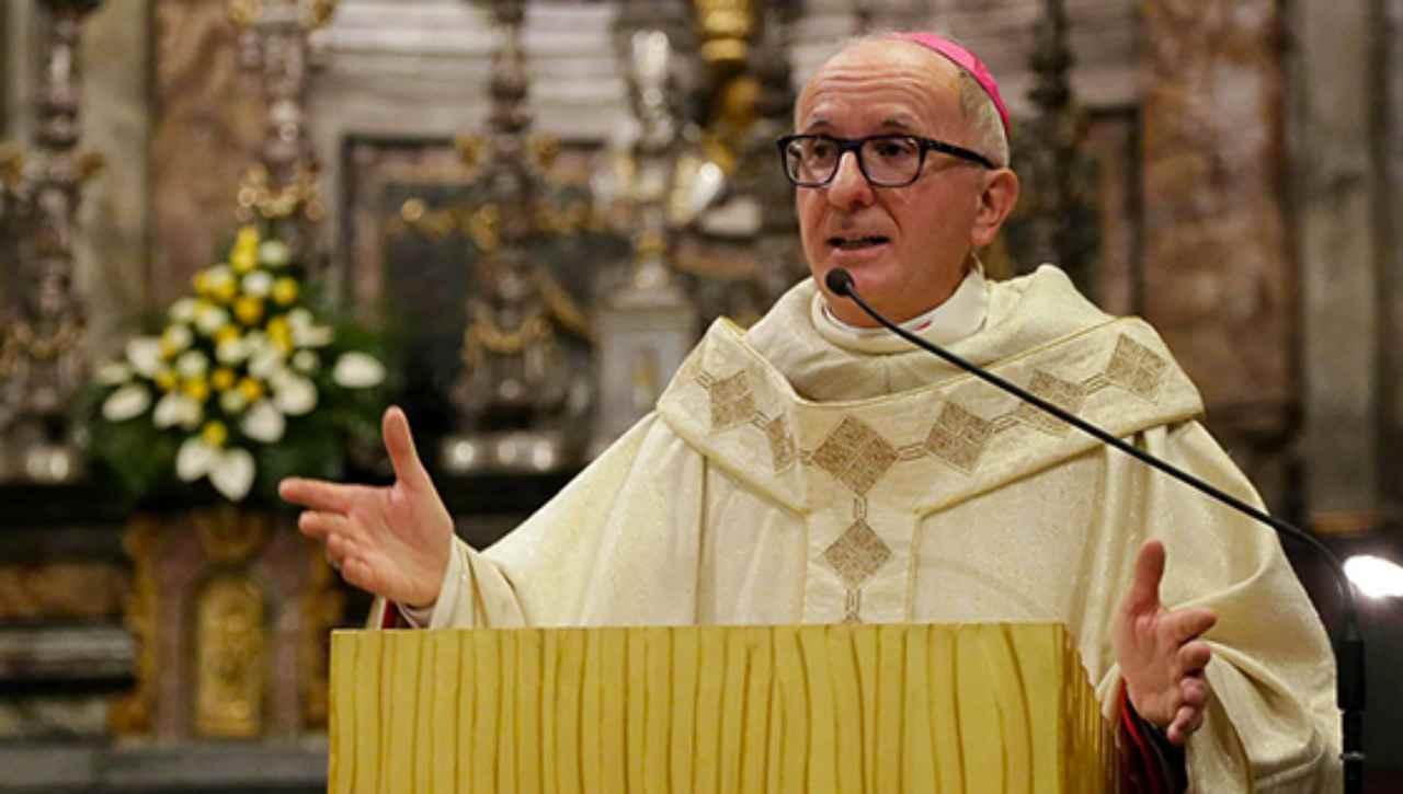 Derio Olivero, Vescovo di Pinerolo sospende le messe