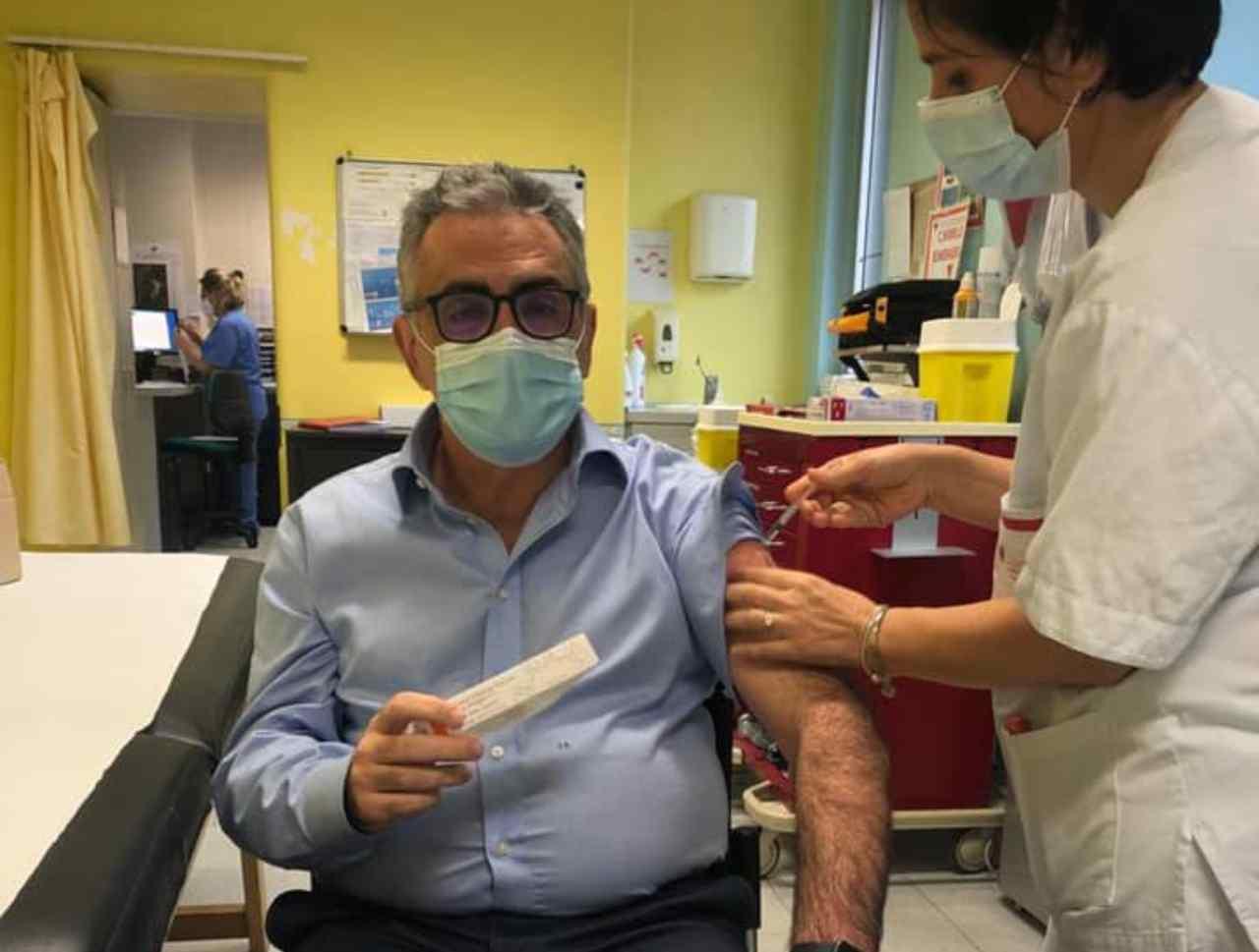 Vaccino anti-Covid, Fabrizio Pregliasco per l'obbligatorietà