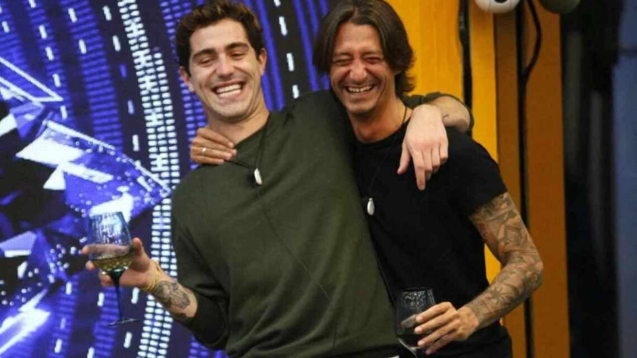 """GF Vip, Tommaso Zorzi scherza sull'amico Francesco Oppini: """"E' il mio Raimondo"""" – VIDEO"""
